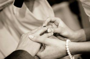Aan welke hand draag je een trouwring?